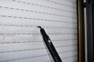 reinigung von rolladen mit dampfreiniger https://fensterputzerlauf.de/reinigungsdienst eckental