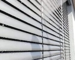 Jalousienreinigung https://fensterputzerlauf.de Altdorf Feucht
