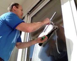 Glasreiniger beim Glasreinigung https://fensterputzerlauf.de Eckental Feucht